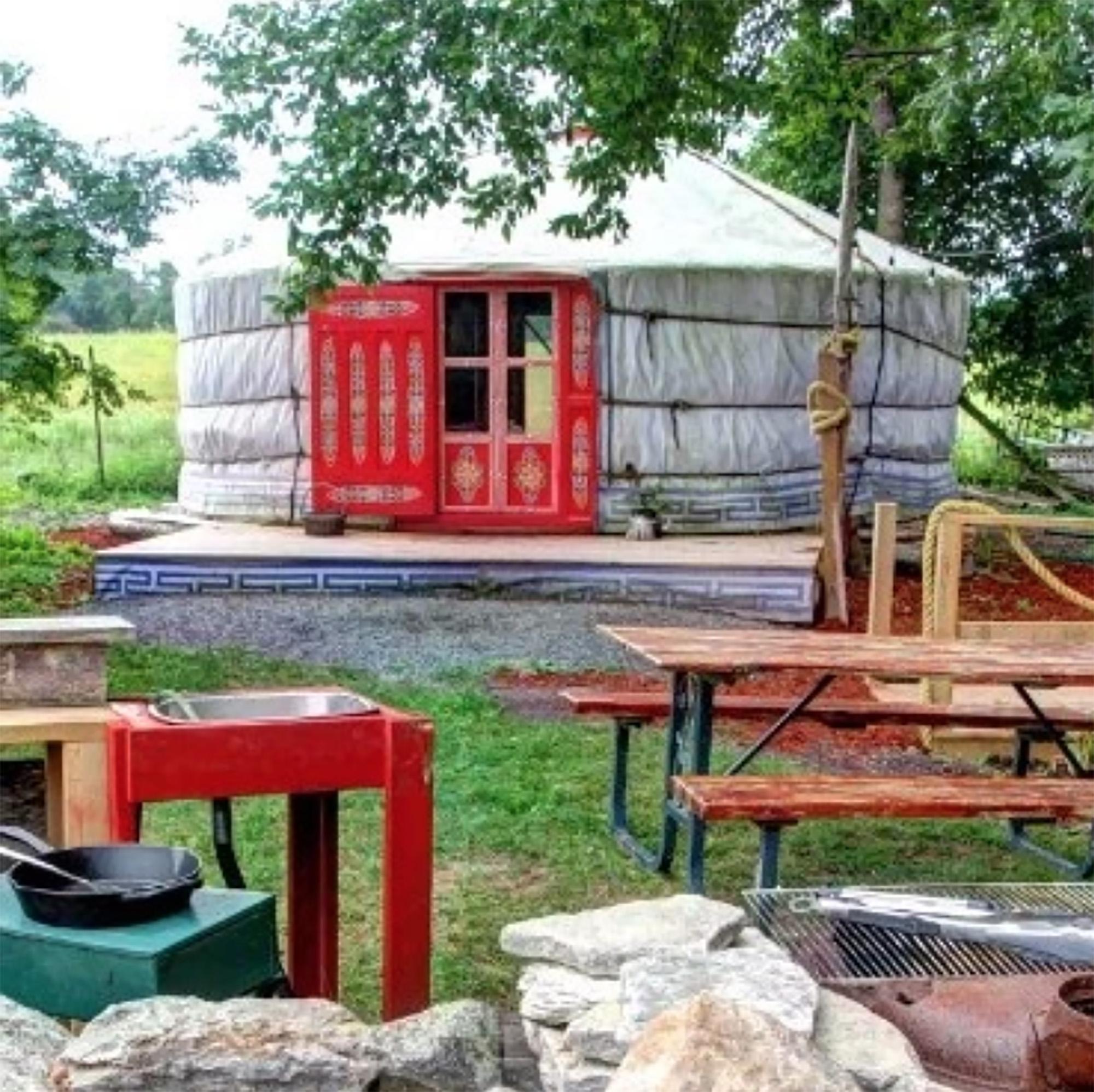 Glamping near Toronto - Topsy Farms yurt